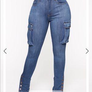 🌸Never worn. Cargo jeans